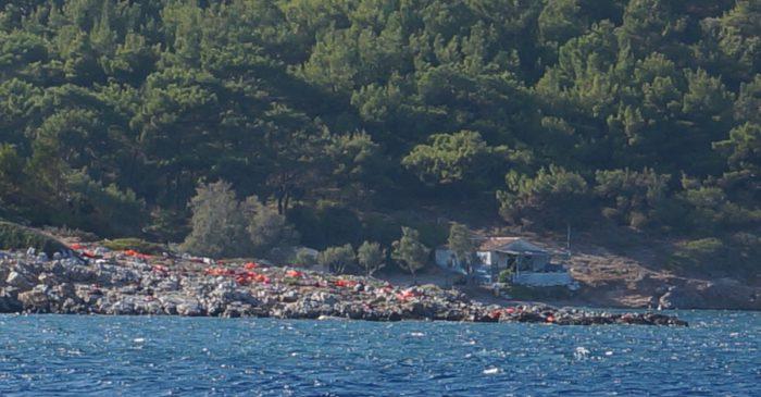 Gilet de sauvetage abandonnés sur les rivages grecs