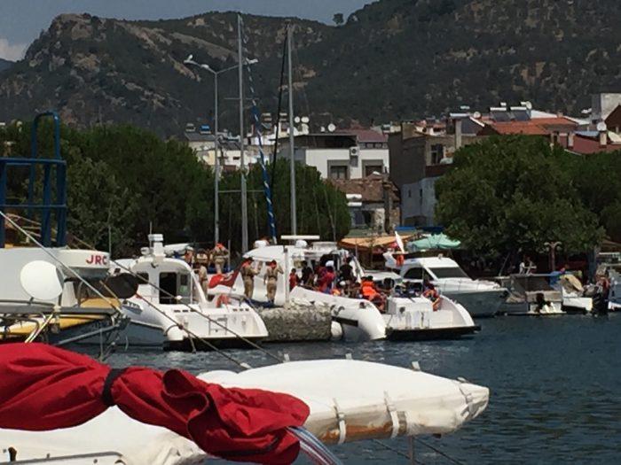 Secourus par les garde-côtes turcs les réfugiés sont de retour au port. Ils tenteront une nouvelle fois leur chance - ou malchance -.